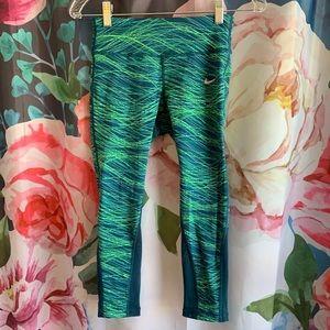 🎉🎉HP🎉🎉Nike Dri-Fit Running Capri Pants